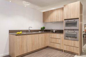 Mẫu thiết kế tủ bếp Laminate vân gỗgiá rẻ tại Hà Nội