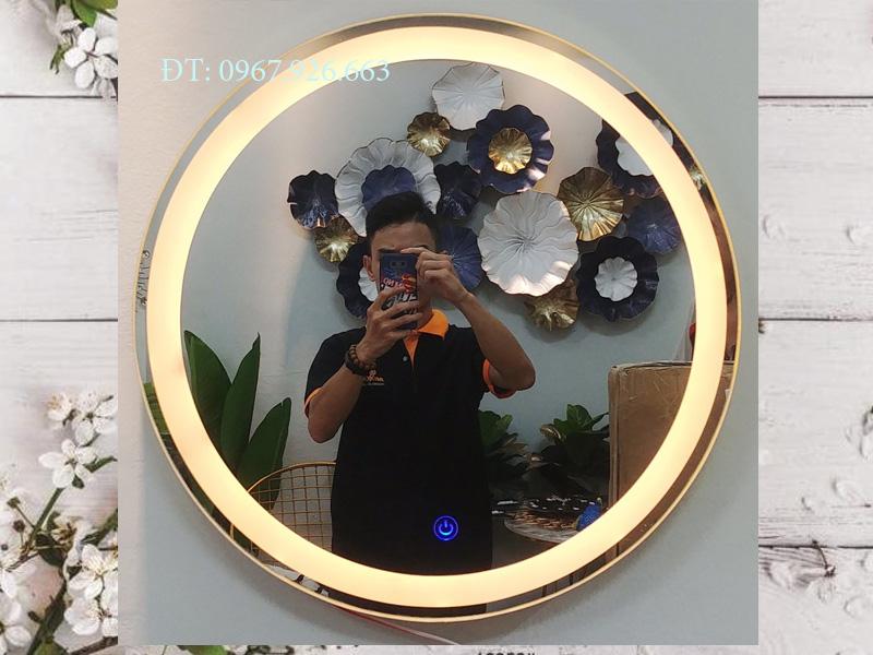 gương tròn viền inox có đèn led