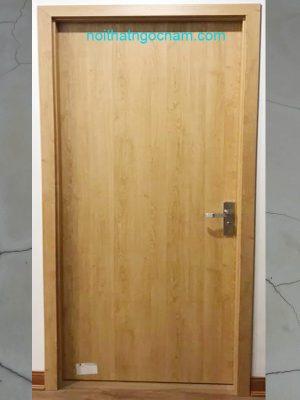 Mẫu cửa nhựa 1 màu trơn nhẵn đơn giản