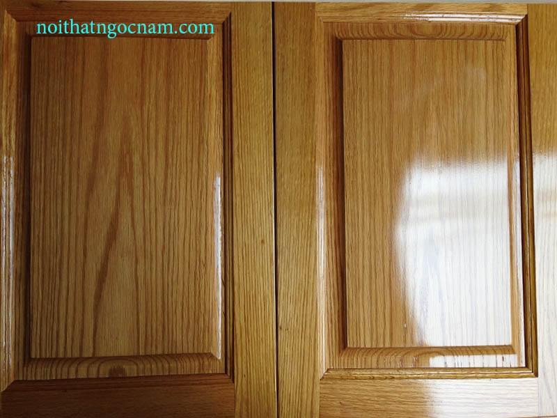 Cánh tủ bếp được làm bằng gỗ sồi mỹ tự nhiên