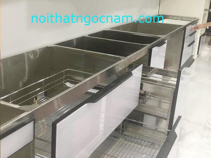 Với chất liệu inox làm tủ bếp bạn sẽ không còn lo nắng về độ bền của tủ bếp