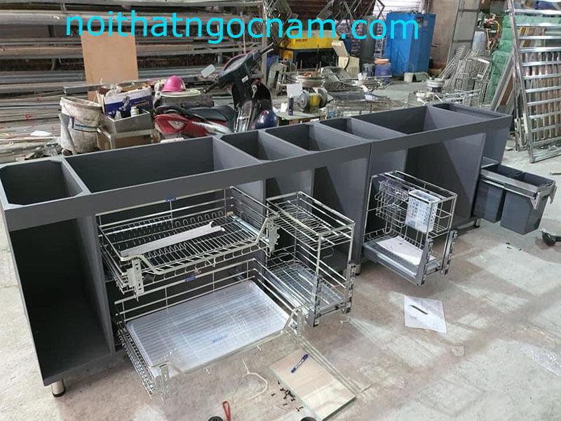 mẫu tủ bếp inox sơn tĩnh điện