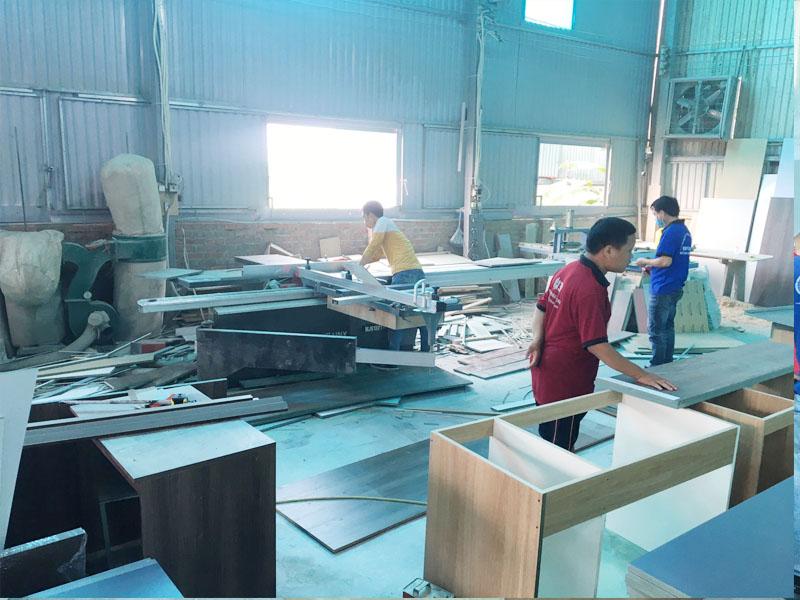 May cửa bàn trượt dùng cho việc cắt pha ván luôn luôn cần có trong xưởng sản xuất nội thất