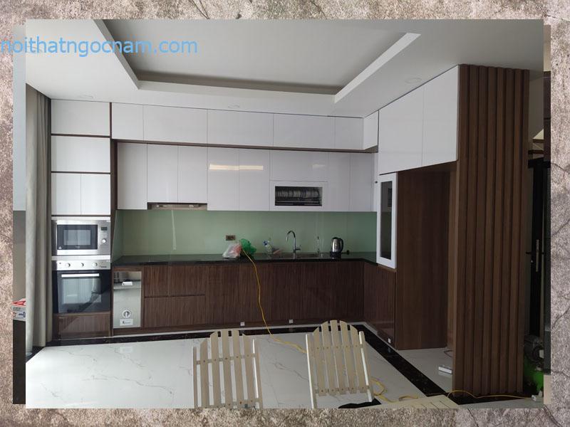 Mẫu tủ bếp nhựa Acrylic cao cấp được lắp đặt tại Hà Nội