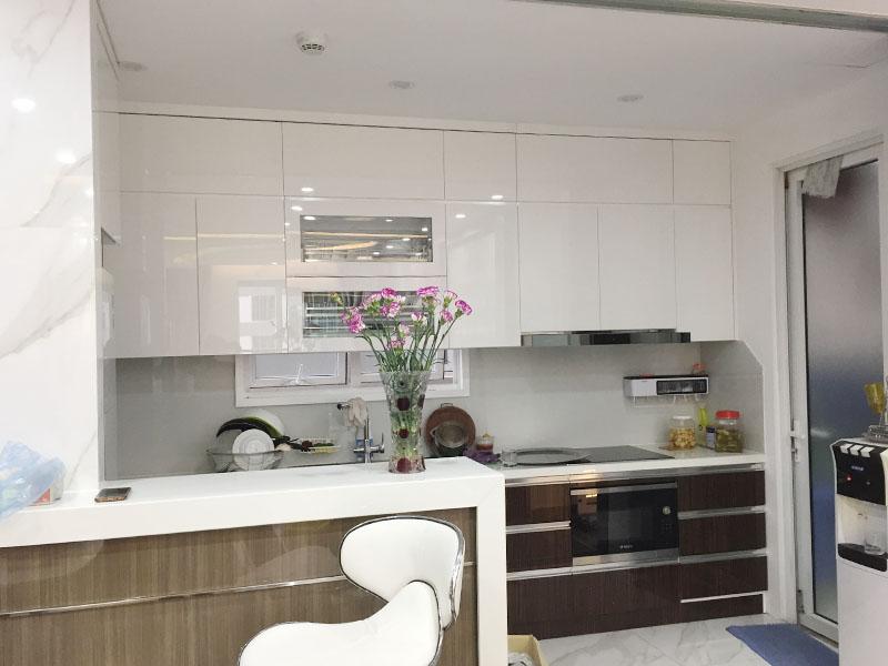 Mẫu tủ bếp chống nước với mặt cánh acrylic cao cấp