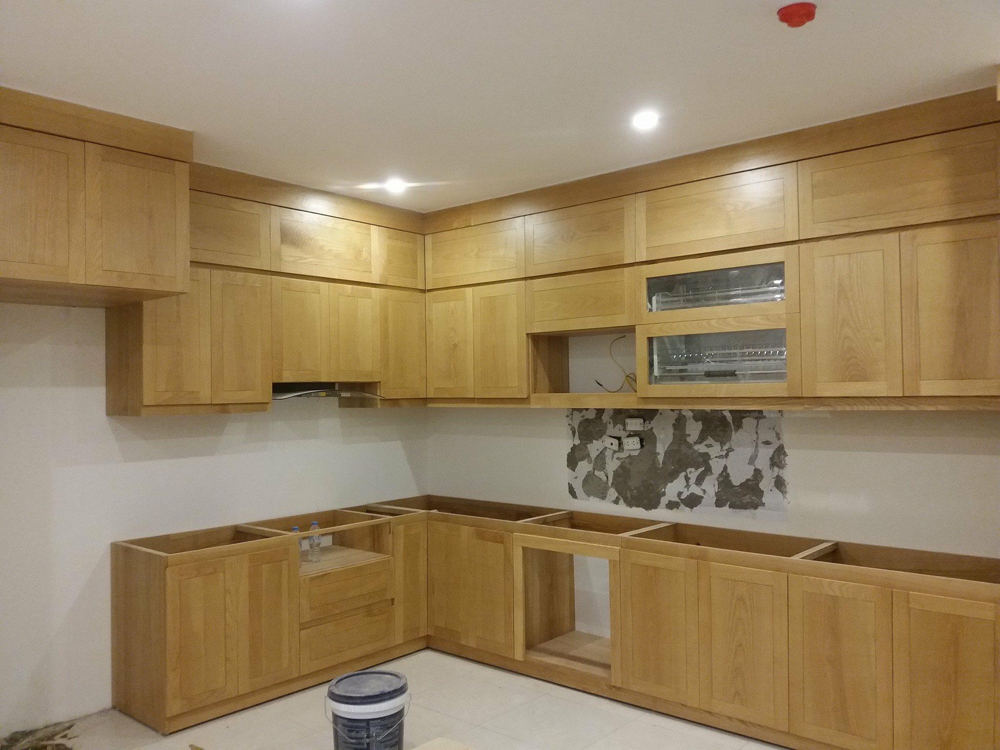 Mẫu tủ bếp gỗ tần bì nhiên