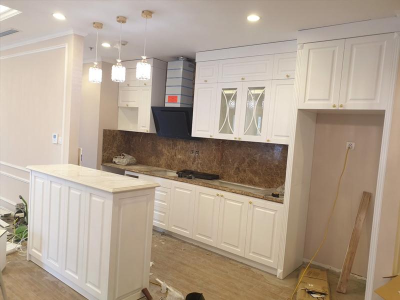 Mẫu tủ bếp tân cổ điển được sơn màu trắng