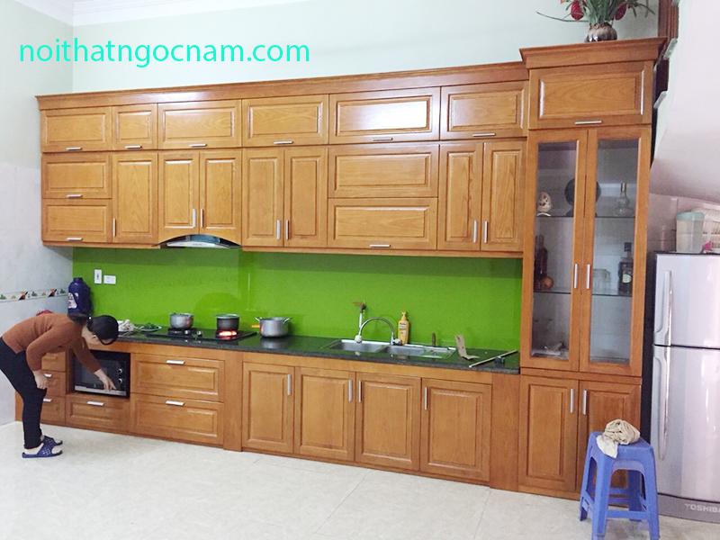 Mẫu tủ bếp gỗ tự nhiên với mức giá rẻ phù hợp